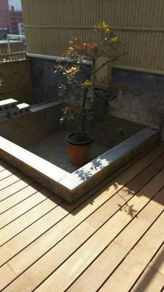 まだ、水を張っていない状況ですが、浴槽縁の石とのコントラストもばっちりでした。