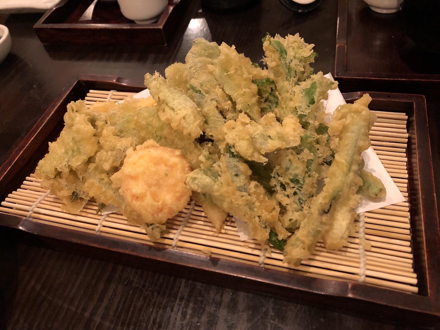 97338bac85c07 旬の食材でおすすめメニューがあるので先日は山菜の天ぷらを食べました♪とにかく何食べても美味しい!普段家でお酒はほぼ飲まないですがわいわいやるのが好きなので  ...