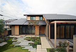 むくり屋根の家